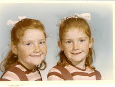 www.twinsgiftcompany.co.uk Twins starting school - tips on how to enable people to tell the differencehttp://multiples.about.com/od/twinsinschool/tp/aatptelltwins.htm