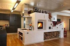 Шикарная печь Home Room Design, House Design, Cordwood Homes, Stair Shelves, Farmhouse Fireplace, Japanese Interior, Home Hacks, House Rooms, Log Homes