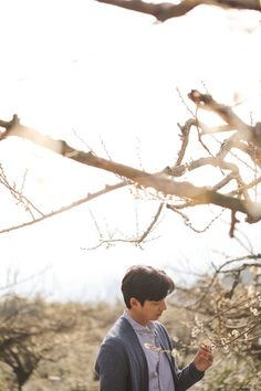 Gong Yoo captures the warmth of spring with 'Epigram' Busan, Gong Yoo Goblin Wallpaper, Gong Yoo Shirtless, Goblin Korean Drama, Goong Yoo, Goblin Gong Yoo, Handsome Asian Men, Song Joong, Look Alike
