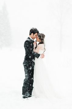 38 Couples Who Absolutely Nailed Their Winter Weddings
