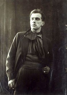 Russian Poets, Russian Men, Russian Fashion, Art Photography Portrait, Old Photography, Russian Literature, Classic Literature, Vladimir Mayakovsky, Writers And Poets