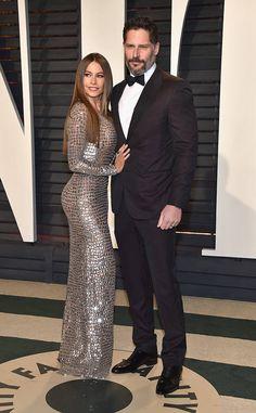 Sofía Vergara & Joe Manganiello de L'after-party Vanity Fair des Oscars 2017  La comique de Modern Family était ravissante en robe métallisée avec son célèbre mari. L'acteur était tout aussi élégant en smoking noir classique.