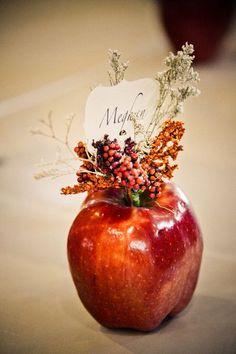 Apple as a place holder - such a great idea #wedding #fall #autumn #diywedding #reception