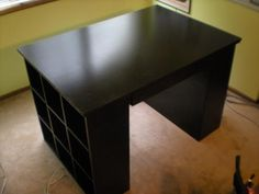 DIY Furniture : DIY Art Table!  Would be cute as a computer desk for my apartment