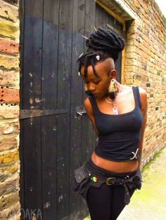 Pixie Pockets - One size canvas utility belt in black - Unisex. via Etsy. Both the pockets and her hair! Afro Punk, Dreadlock Hairstyles, Cool Hairstyles, Mohawk Updo, Black Hairstyles, Wedding Hairstyles, Pixie, Individual Braids, Pelo Natural