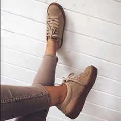 New Sneakers Nike Swag Beautiful Shoes Ideas Dr Shoes, Pumas Shoes, Cute Shoes, Me Too Shoes, Oxford Shoes, Shoes Sneakers, Puma Sneakers, Sneaker Outfits, Suede Creepers