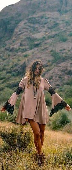 Dress boho bohemian dress 33 Lovely Street Style Ideas To Not Miss Today – Dress boho bohemian dress Source Mode Hippie, Hippie Look, Look Boho, Gypsy Style, Boho Gypsy, Bohemian Style, Hippie Style Clothing, Bohemian Dresses, Hippie Dresses