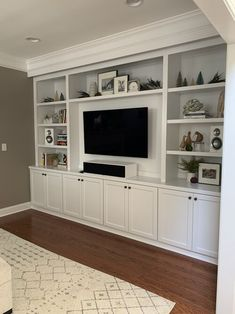 Built In Shelves Living Room, Living Room Wall Units, Living Room Cabinets, Bookshelves Built In, Living Room Storage, Home Living Room, Living Room Designs, Living Room Decor, Tv Wall With Shelves