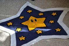 crochet Mario star blanket with free pattern link. Crochet Afghans, Crochet Star Blanket, Crochet Stars, Crochet Cross, Baby Afghans, Crochet Round, Crochet Baby, Free Crochet, Knit Crochet