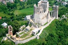 Hungarian castle ~ The castle of Csesznek was built in the century. Castle Ruins, Medieval Castle, Schengen Area, Heart Of Europe, Beautiful Castles, Budapest Hungary, Nature Pictures, Countryside, Places To Visit