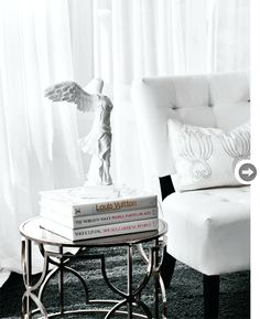 Decorating your bedroom by using 1930 39 s style decorating for Glam interior design