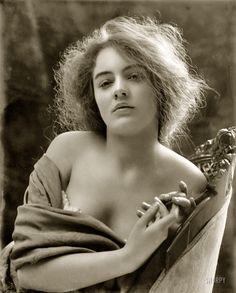 Portrait of Evelyn Nesbit, Evelyn Nesbit, Vintage Pictures, Vintage Images, Pretty Girls Photos, Shorpy Historical Photos, Historical Images, Historical Society, Photomontage, Photo Archive