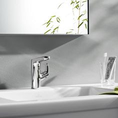 L'Aura Lavatory tub fittings - faucets with an #organic yet #modern design | Villeroy & Boch