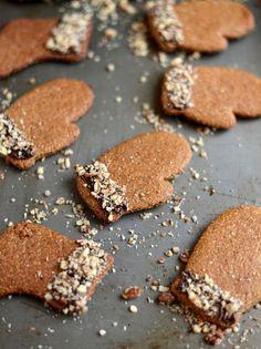 mitten cookies w/ nut cuffs