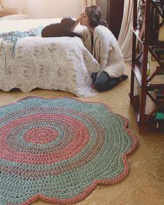 Best Knitting Ideas For Home Decor Tutorials 43 Ideas Diy Crochet Rug, Knit Rug, Crochet Carpet, Love Crochet, Crochet Gifts, Crochet Doilies, Crochet Patterns, Crochet Decoration, Crochet Home Decor
