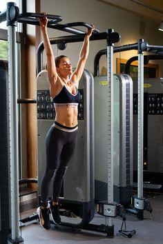 Pamela Reif Workout Hanging Leg Lift