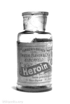 A bottle of Bayer's 'Heroin'. Between 1890 and 1910 heroin was sold as a non-addictive substitute for morphine. It was also used to treat children suffering with a strong cough. Now we say painkillers are medicine and heroin is junk. It's all junk! Old Poster, Vintage Poster, Vintage Advertisements, Vintage Ads, Retro Ads, Vintage Oddities, Weird Vintage, Funny Vintage, Vintage Labels