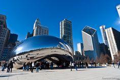 Es una escultura de Anish Kapoor, se encuentra en Chicago, realizada entre 2004 y 2006. Usa el material del acero y las técnicas son indirecta y aditiva.  He tenido que añadirla a la colección porque estuve allí en dos ocasiones y es impresionante, su tamaño y como lo refleja todo, sin duda está en el lugar correcto. Mi preferida!