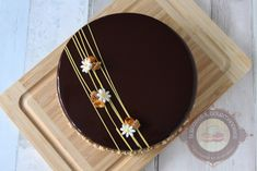 entremets-noisette-yuzu02 Holiday Desserts, Parfait, Dessert Recipes, Tableware, Birthday Cake, Chocolate Cobbler, Decorating Cakes, Pies, Deserts