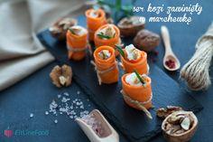 Aby przygotować taką zdrową przekąskę, przekrawamy marchew wzdłuż, a następnie obieraczką do warzyw kroimy jak najcieńsze paski. Pasek marchewki napełniamy serem kozim i zwijamy zgrabny rulon. Świetnie smakuje z orzechami a także świeżymi ziołami.  / To make this healthy snack, you simply need to cut a carrot with a peeler for a thin slices. Each slice, stuff with goat cheese and roll it. Tastes best with walnuts and fresh herbs. Ethnic Recipes, Food, Essen, Meals, Yemek, Eten