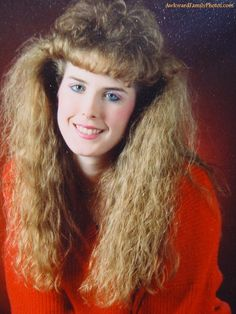 View the Funniest & Most Awkward Glamour Shots Pictures at Awkward Family Photos. Blonde Balayage Highlights, Vintage Hairstyles, Girl Hairstyles, 1980s Hairstyles, Look 80s, Pelo Vintage, Awkward Family Photos, Family Pics, Glamour Shots