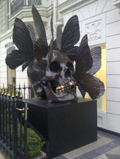 escultura de Damien Hirst y Phillipe Pasqua