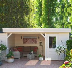 Garden room roof Lugarde flat roof summerhouse Looking for your ideal garden room Discover the range of summerhouses and find the perfect one for your garden. Outdoor Seating Areas, Garden Seating, Outdoor Dining, Small Garden With Shed, Open Shed, Flat Roof Shed, Hot Tub Garden, Garden Bar, Garden Sheds
