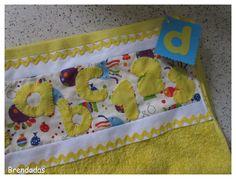 Toalla personalizada en color amarillo con letras y números