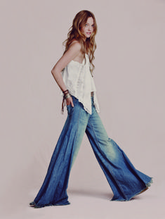 Sasha Pivovarova looks completely boho-chic in these images from the April 2011 Free People look book. Hippie Style, Hippie Boho, Hippie Jeans, Hippie Chick, Boho Gypsy, Bohemian Mode, Bohemian Style, Boho Chic, Gypsy Chic