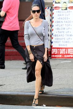 Sarah Jessica Parker Photos - FILE PHOTO: KNOBBLY KNEES! After Stella McCartney yesterday revealed her knobbly and wrinkly knees at an event here is a round-up of other celebs displaying their less than attractive knees - Zimbio