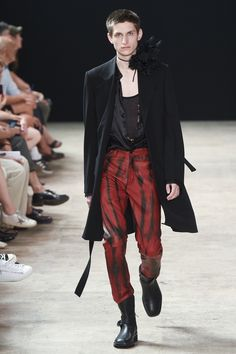 See the complete Ann Demeulemeester Spring 2018 Menswear collection.