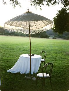 drape a table cloth? over umbrella Diy Wedding Inspiration, Diy Garden Projects, Garden Ideas, Outdoor Spaces, Outdoor Decor, Parasol, Beach Day, Garden Design, Patio