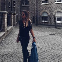 "46.4 mil Me gusta, 264 comentarios - Marta Riumbau (@riumbaumarta) en Instagram: ""Mañana no se, pero hoy volvería a mi pelo "" Summer Looks, Daily Fashion, Daily Style, Instagram Posts, Outfits, Random, Ideas, Hair, Hairdos"