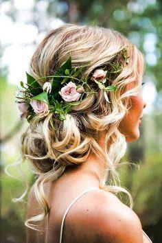 Gør brudehåret romantisk med blomster