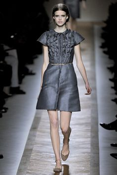 Valentino Spring 2011 Ready-to-Wear Collection Photos - Vogue#15#15