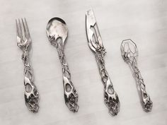 Eragatory cutlery set by Isaie Bloch. This set explores the notion of decay/processing, ornamental  and aesthetic excess as in former rococo and baroque times, moments of collapse/disequilibrium and a balance in  between etiquette dining and torture tools.