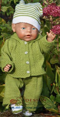Gestrickte Puppenkleidung,  schöne Kleidung für jeden Tag in grün und weiß für meine liebe Puppe Joanne