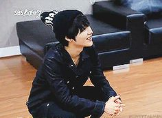 Taemin watching kai dance from him