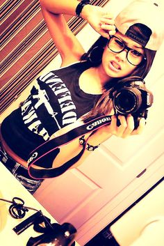Can't really see the snapback but I really like her snapback *.*