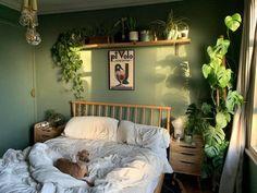Bedroom Green, Green Rooms, Room Ideas Bedroom, Bedroom Inspo, Zen Bedroom Decor, Green Bedroom Design, Nature Inspired Bedroom, Dark Wood Bedroom, Bohemian Bedroom Design