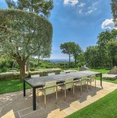 St. Paul de Vence jardin. Simple French elegance but with a contemporary twist.