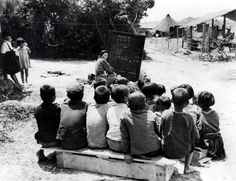 戦後、沖縄の青空教室