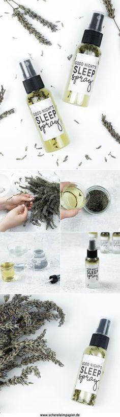 DIY Lavendelspray selber machen: Aus getrocknetem Lavendel könnt ihr ein tolles Schlafspray / Raumspray basteln. Das Rezept bzw. das Tutorial inkl. Video findet ihr auf meinem Blog! Eine schöne DIY Geschenkidee für den Herbst, die sich auch jetzt schon als Weihnachtsgeschenk vorbereiten lässt.