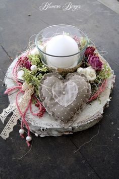 Big Shaby Chic, Decoupage Vintage, Christmas Decorations, Table Decorations, White Candles, Flower Arrangements, Diy And Crafts, Centerpieces, Candle Holders