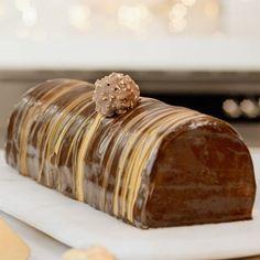 La bûche de Noël Ferrero Rocher Christmas Log, Christmas Desserts, Christmas Cookies, Chocolat Ferrero Rocher, Food Platters, Sweet Treats, Food And Drink, Mousse, Favorite Recipes