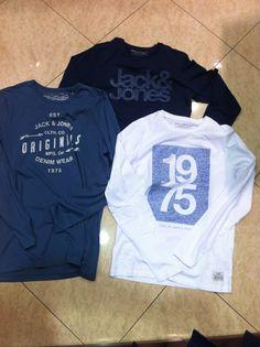 .... Graphic Sweatshirt, Mens Fashion, Denim, Sweatshirts, Jeans, Sweaters, How To Wear, Jackets, Women