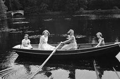 De 4 prinsessen in de boot aan het varen bij Soestdijk (NL)