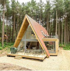 Hut House, Dome House, Tiny House Cabin, Tiny House Living, A Frame House Plans, Tiny House Plans, Ecole Design, Triangle House, House Construction Plan