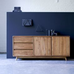 Buffet en teck 165 Vintage Teak sideboard - Sale vintage Scandinavian buffets on Tikamoon Teak Furniture, Modern Furniture, Furniture Design, Teak Sideboard, Vintage Sideboard, Side Board, Vintage Bed Frame, Buffet Teck, Buffet Console