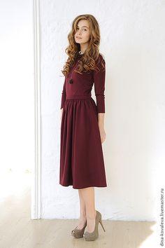 Купить Платье винного цвета - бордовый, однотонный, платье, длина миди, вырез на спине, с вырезами